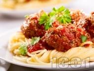 Спагети с кюфтета и доматен сок